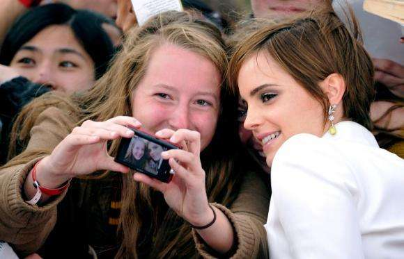 "PActress Emma Watson poses with fans at the world premiere of ""Harry Potter and the Deathly Hallows: Part 2"" in London"