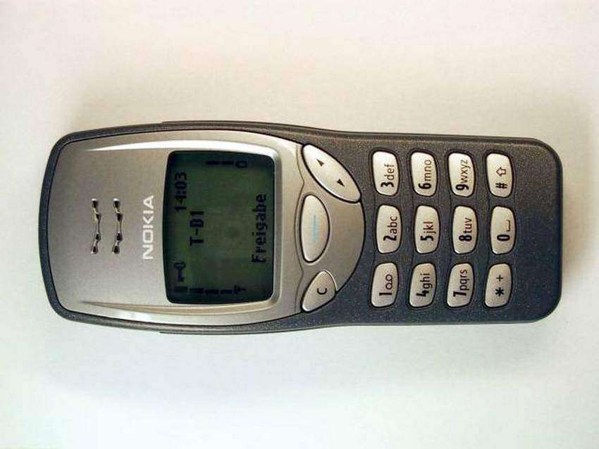 "(GERMANY OUT) Das Mobiltelefon ""3210"" von Nokia. . (Photo by Heuser/ullstein bild via Getty Images)"