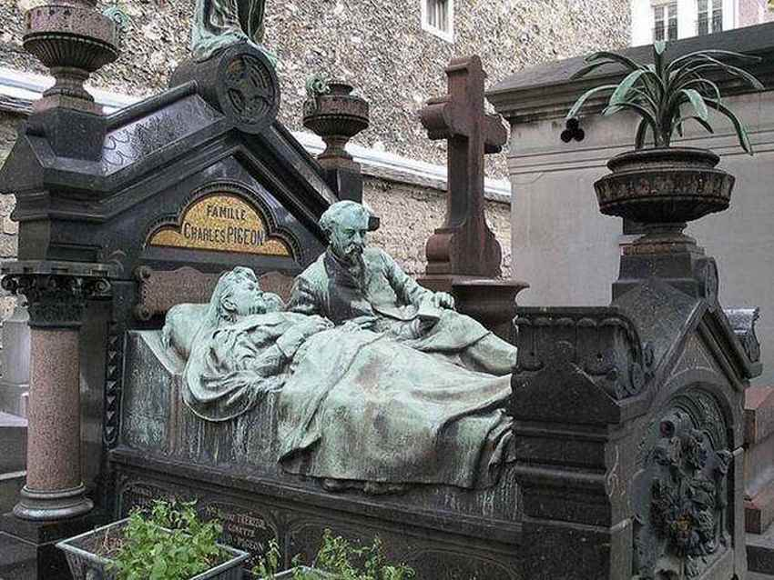 elaborite-gravestone-in-paris-france-photo-u1