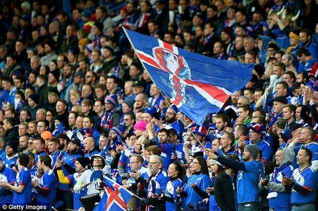 34ED004800000578-3625593-Iceland_fans_during_the_Euro_2016_qualifier_match_against_Latvia-m-110_1465081031341