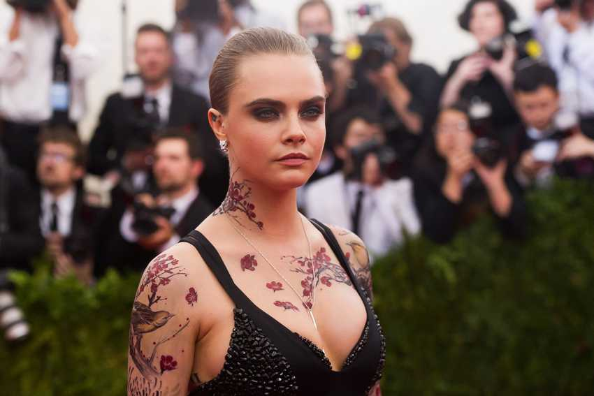"Cara Delevingne arrives at The Metropolitan Museum of Art's Costume Institute benefit gala celebrating ""China: Through the Looking Glass"" on Monday, May 4, 2015, in New York. (Photo by Charles Sykes/Invision/AP)"