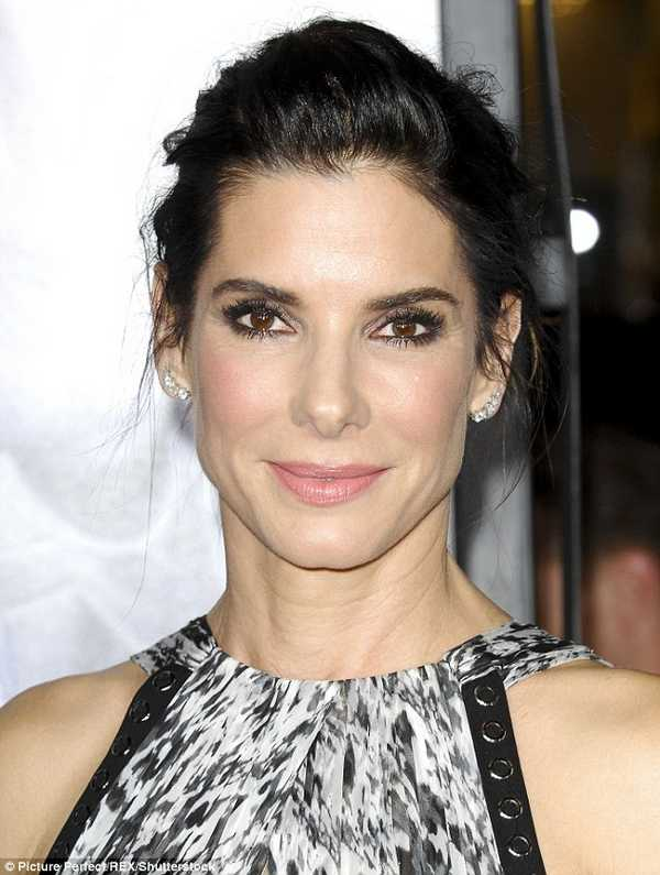 3920ed2600000578-3842210-sandra_bullock_was_people_magazine_s_most_beautiful_woman_only_l-m-16_1476685436327
